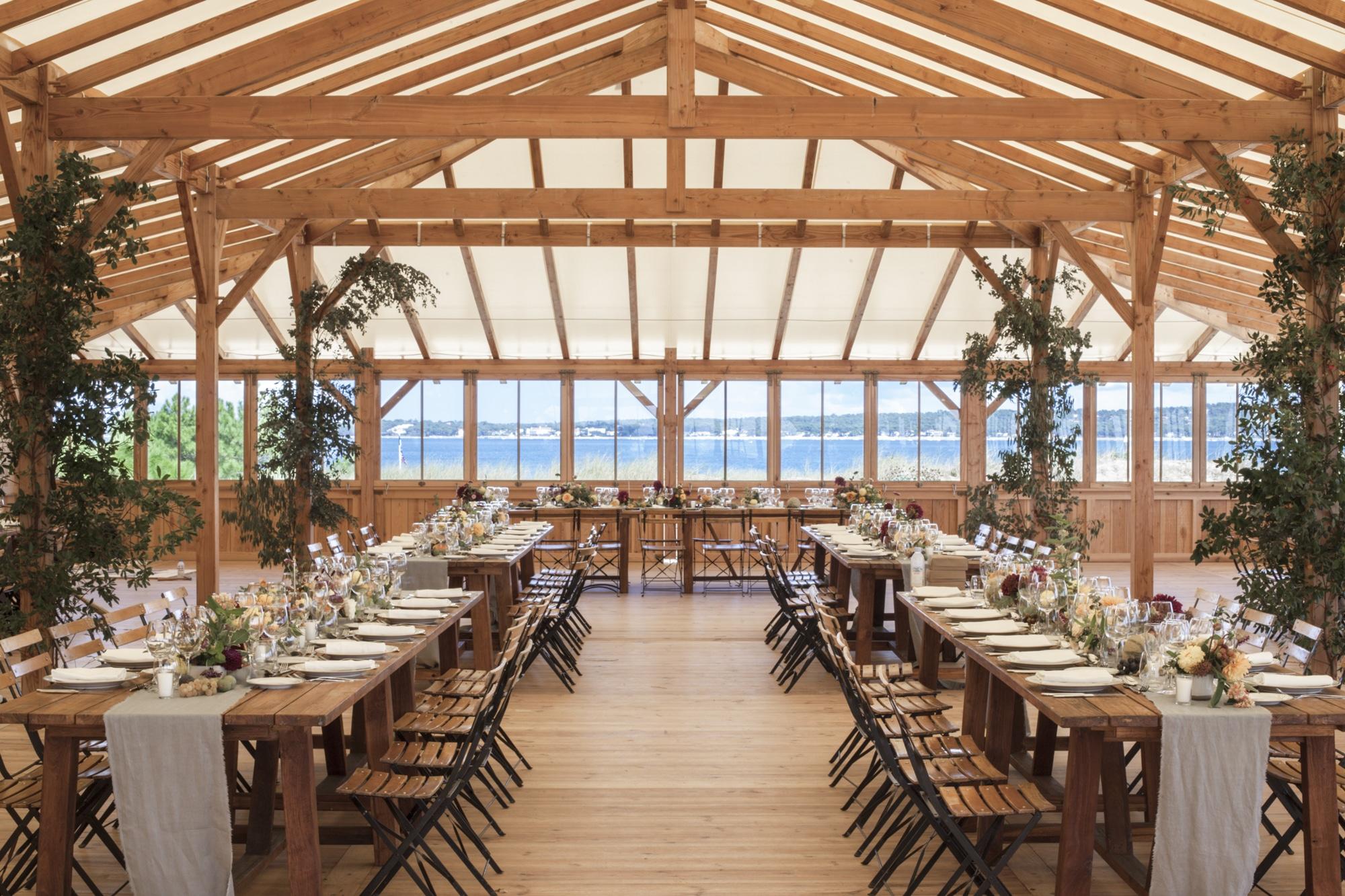 Natalie-Jolion-table-inside-cabane-bartherotte