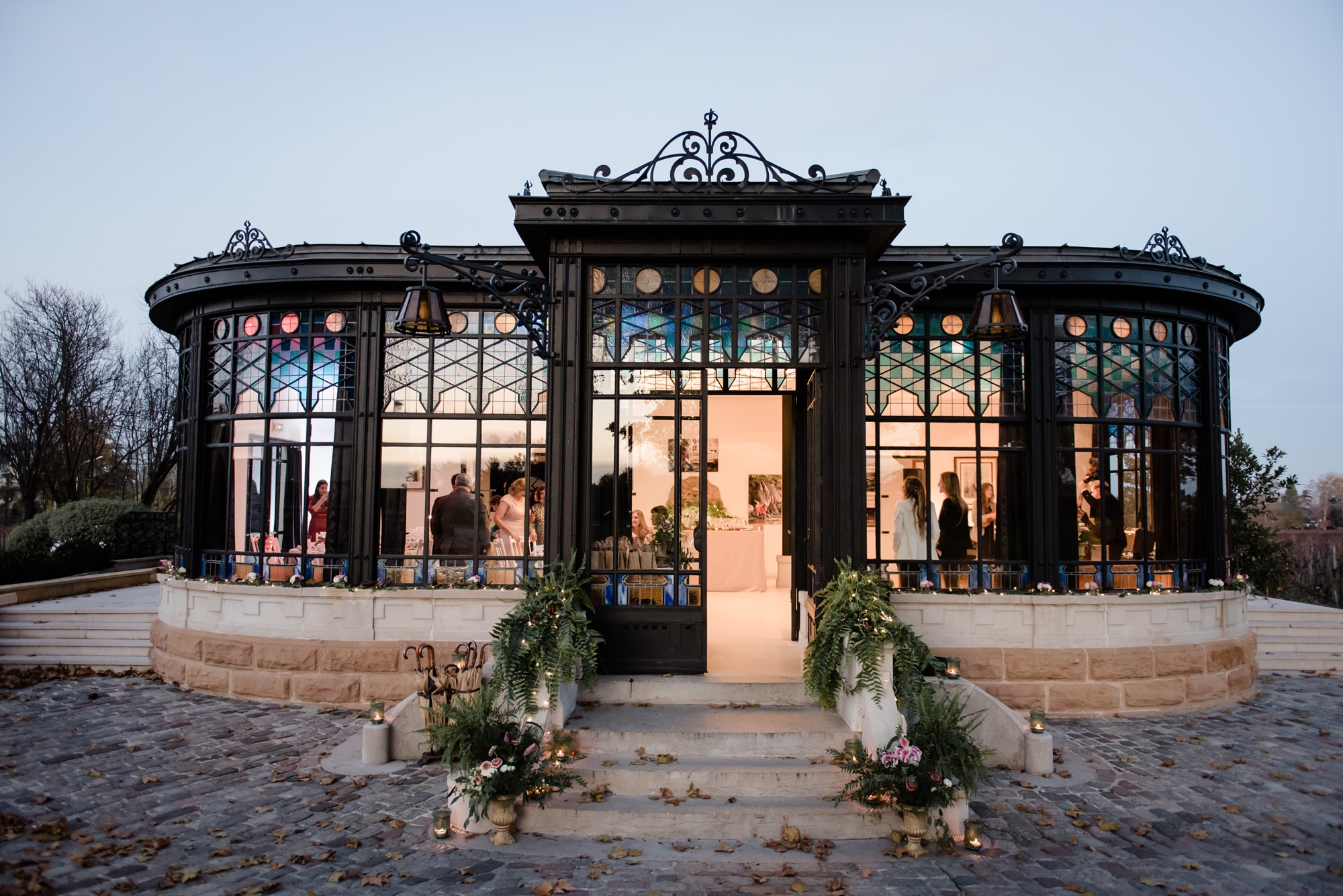 Wedding-venue-in-bordeaux-château-pape-clément-vineyards-glassroom